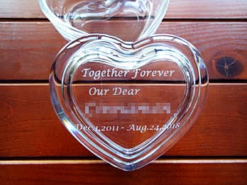 Together forever、Our dear ○○、在籍期間を蓋に彫刻した、退職プレゼント用のガラス製アクセサリーケース