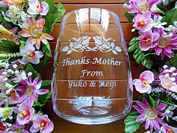 Thanks mother、from ○○、日付を側面に彫刻した、母の日のプレゼント用のガラス花瓶